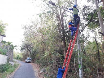 Tahap Pemasangan Lampu Penerangan Jalan